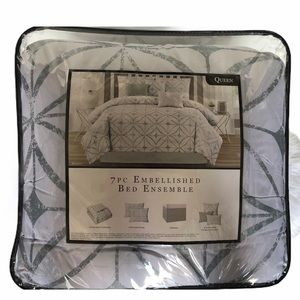 unknown Bedding - Queen 7 pc Embellished Bed Ensemble